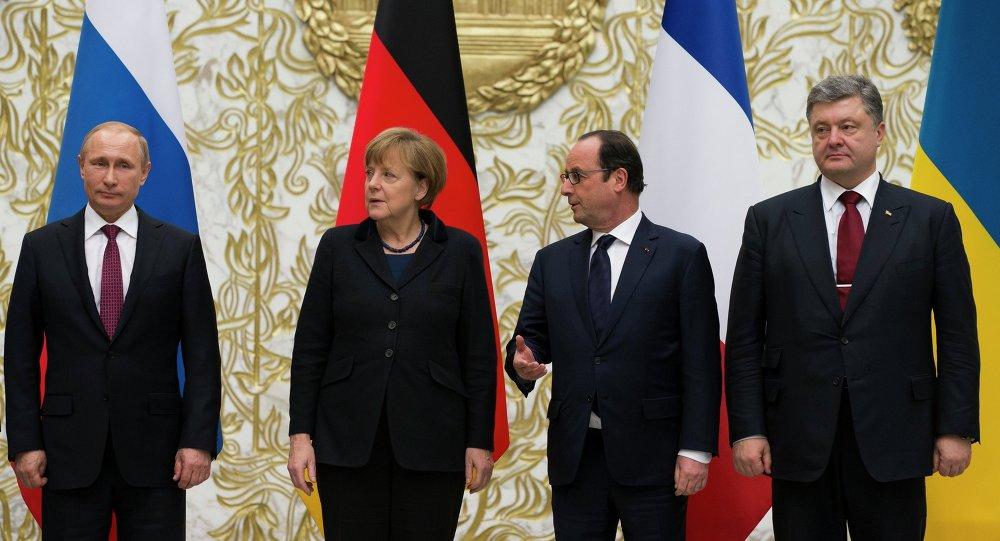 Quarteto da Normandia: Vladimir Putin, Angela Merkel, Francois Hollande, e Pyotr Poroshenko.