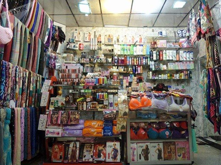 Loja de roupas, acessórios e produtos de perfumaria para mulheres em Mossul, Iraque