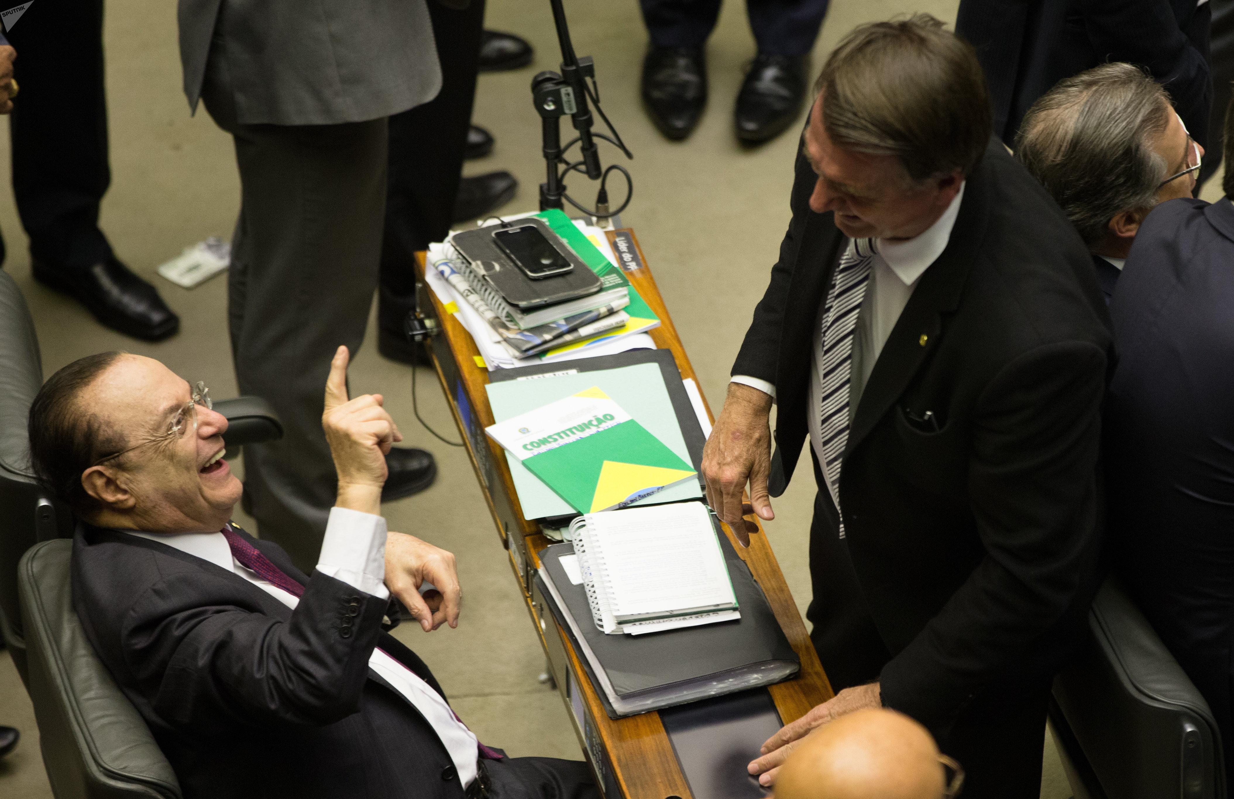 Paulo Maluf (PP-SP) se diverte durante votação do futuro de Michel Temer na Câmara