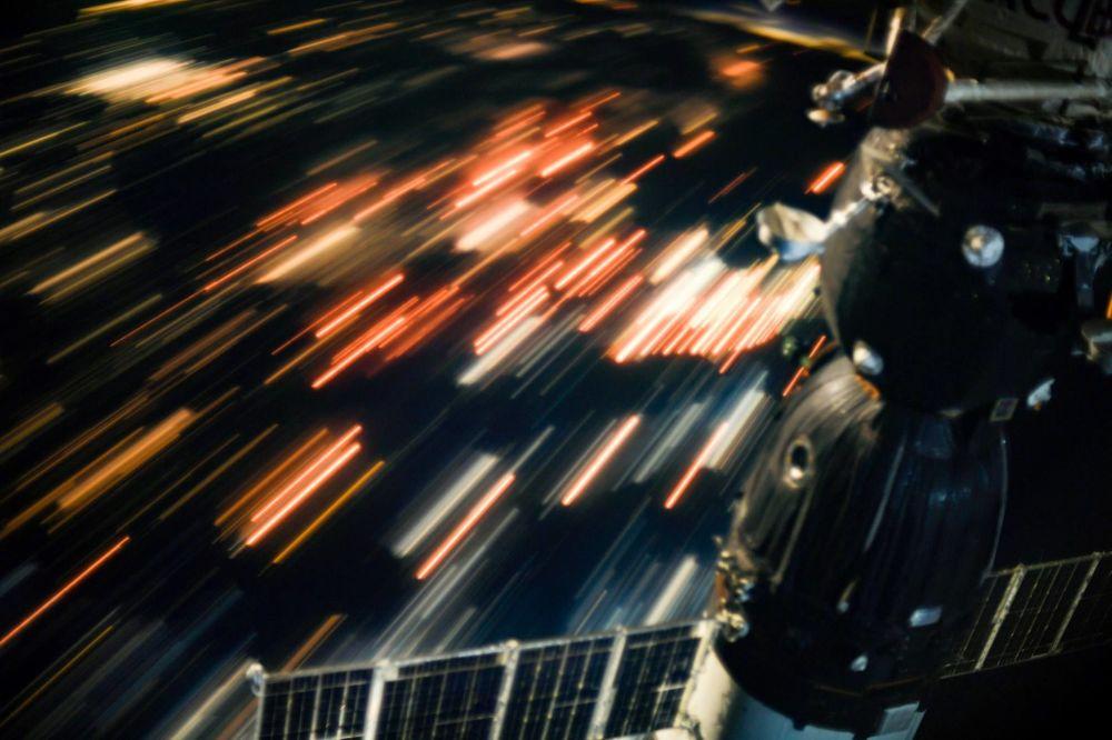 Uma vista da Terra a partir da Estação Espacial Internacional tirada a uma velocidade de pelo menos 28 mil km por hora