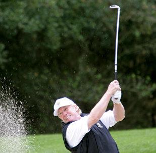 Donald Trump joga golfe na Califórnia (foto de arquivo)