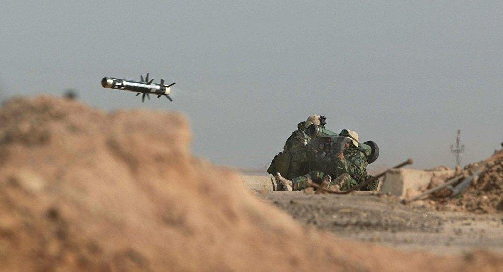 Os militares americanos lançam um míssil Javelin durante uma batalha com as tropas iraquianas em 2003 (foto de arquivo)
