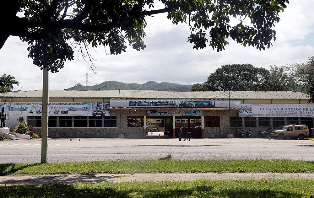 A entrada da base militar 41 Brigada Blindada Fuerte Paramacay em Valência, Venezuela 6 de agosto de 2017.