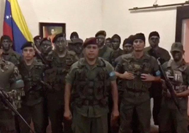 Juan Caguaripano com sua equipe da operação David Carabobo