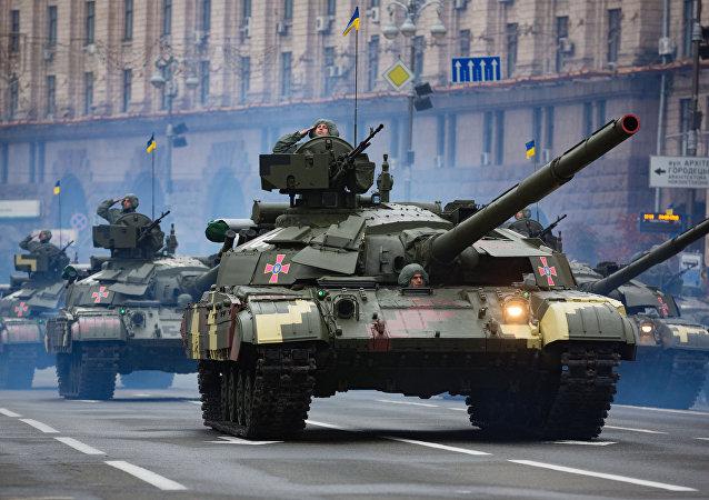Tanque ucraniano T-64 durante a Parada militar em homenagem do Dia da Independência da Ucrânia (foto de arquivo)