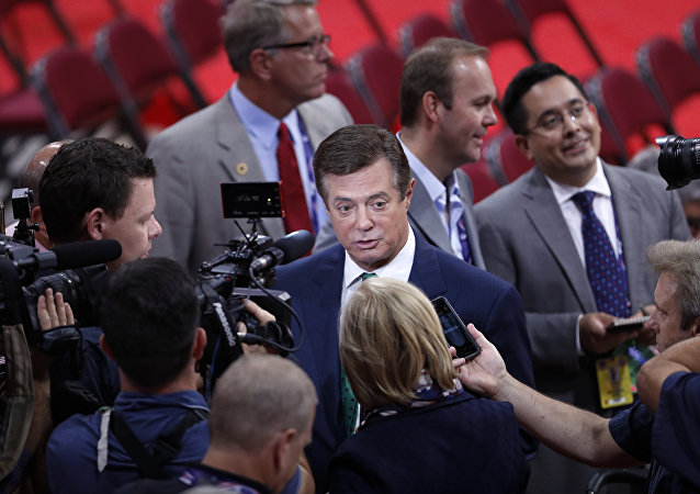 Trump Campaign Chairman Paul Manafort is surrounded by reporters on the floor of the Republican National Convention in Cleveland. (File)