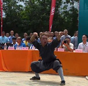 Monges de Shaolin mostram golpes de Kung Fu extremamente raros
