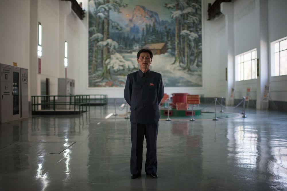 O diretor técnico da usina elétrica de Wonsan, Choe Yong-Jun