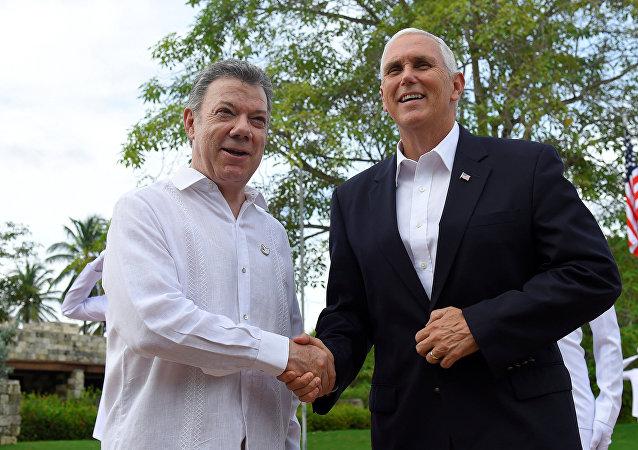Presidente da Colômbia, Juan Manuel Santos, e vice-presidente dos EUA, Mike Pence