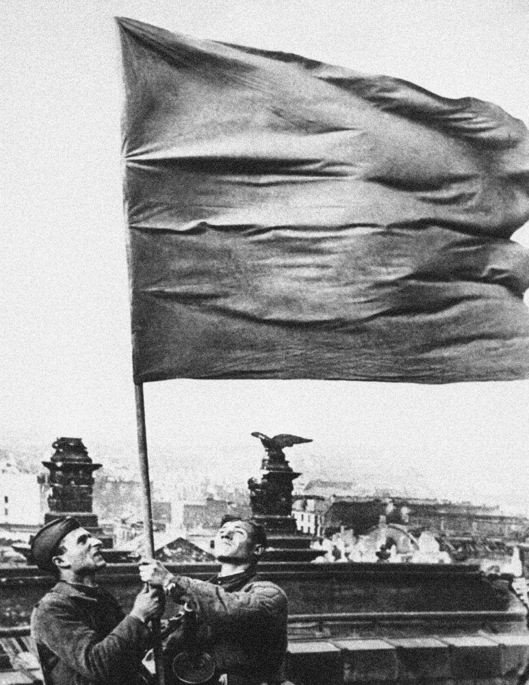 Bandeira soviética sobre o Reichstag