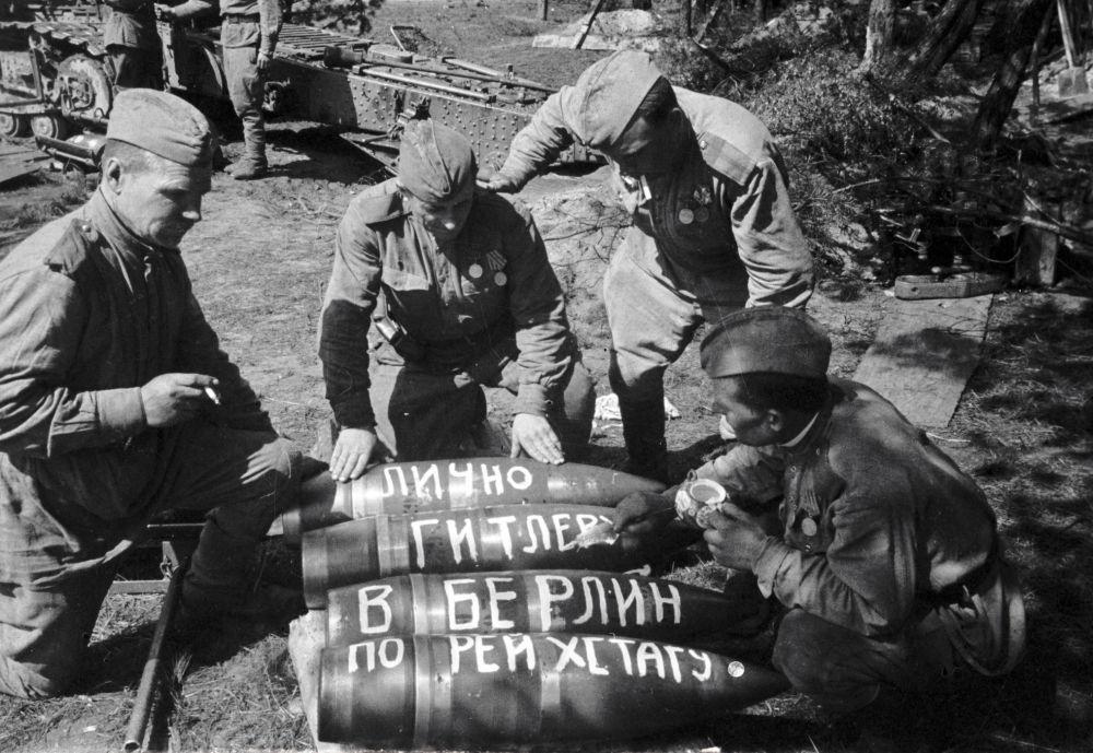 Preparação de munição para o ataque de Berlim
