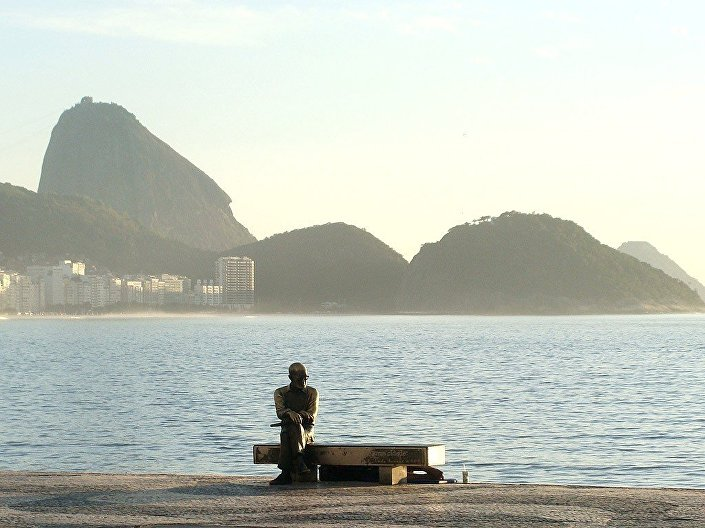 A escultura, instalada na orla de Copacabana, é o segundo monumento público mais visitado da cidade, perdendo apenas para o Cristo Redentor