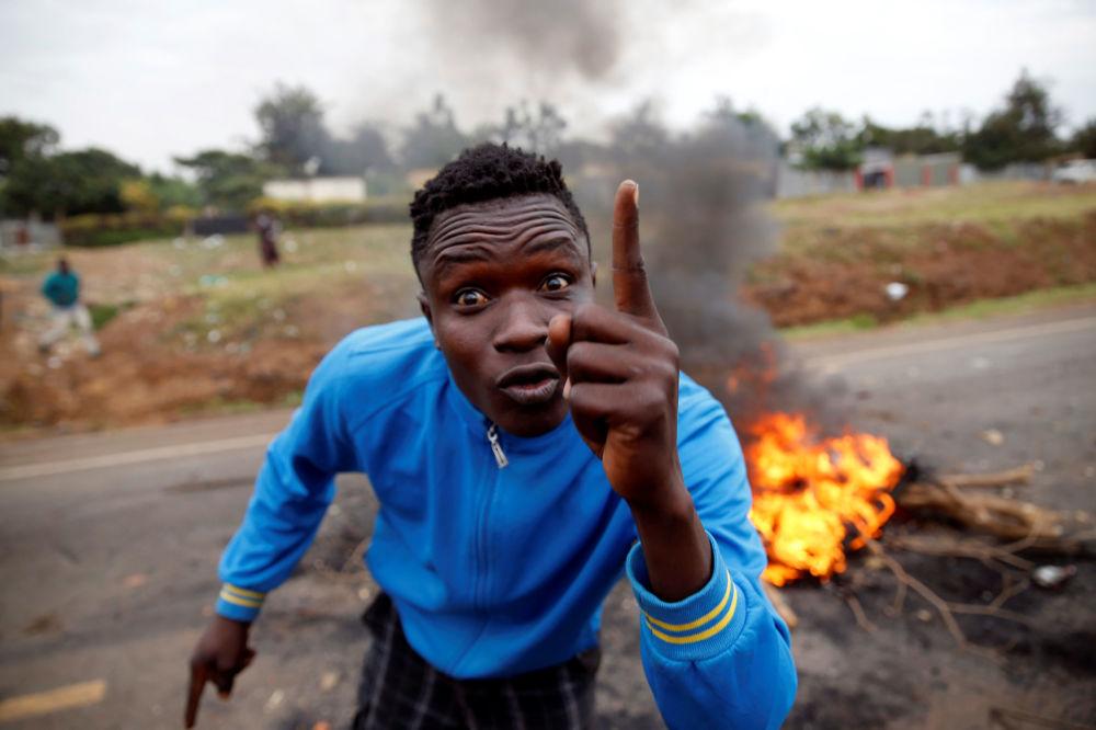 Manifestante apoiador do oposicionista Raila Odinga no Quênia