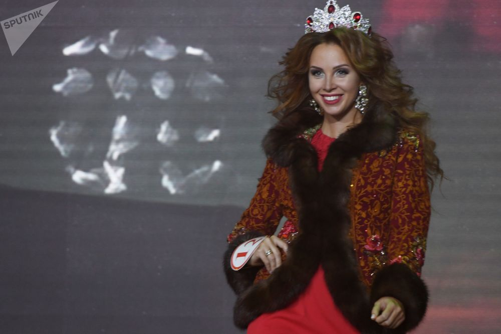 Polina Dibrova da região de Moscou, vencedora do concurso Missis Rússia 2017