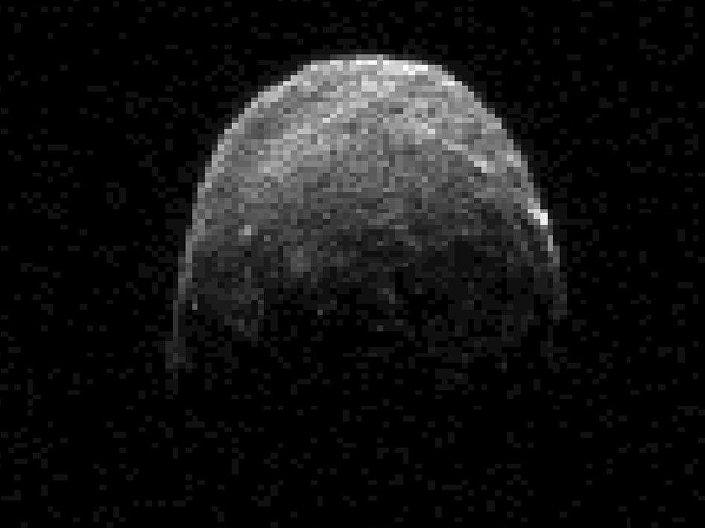Uma imagem do radar do asteroide 2005 YU55
