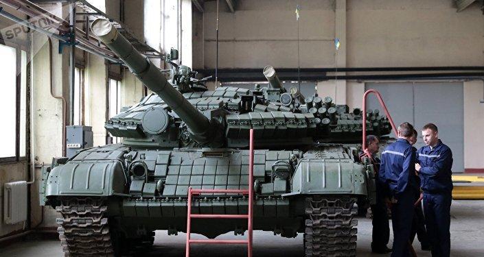Um tanque T-72 na fábrica de veículos blindados na cidade ucraniana de Lvov