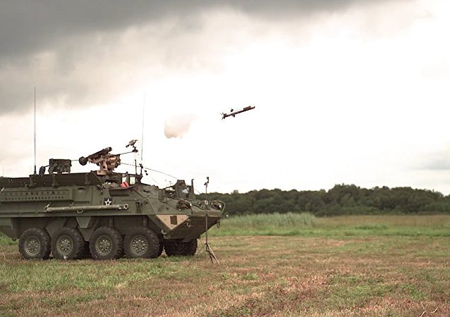 Novo veículo de combate Stryker armado com mísseis antitanque Javelin