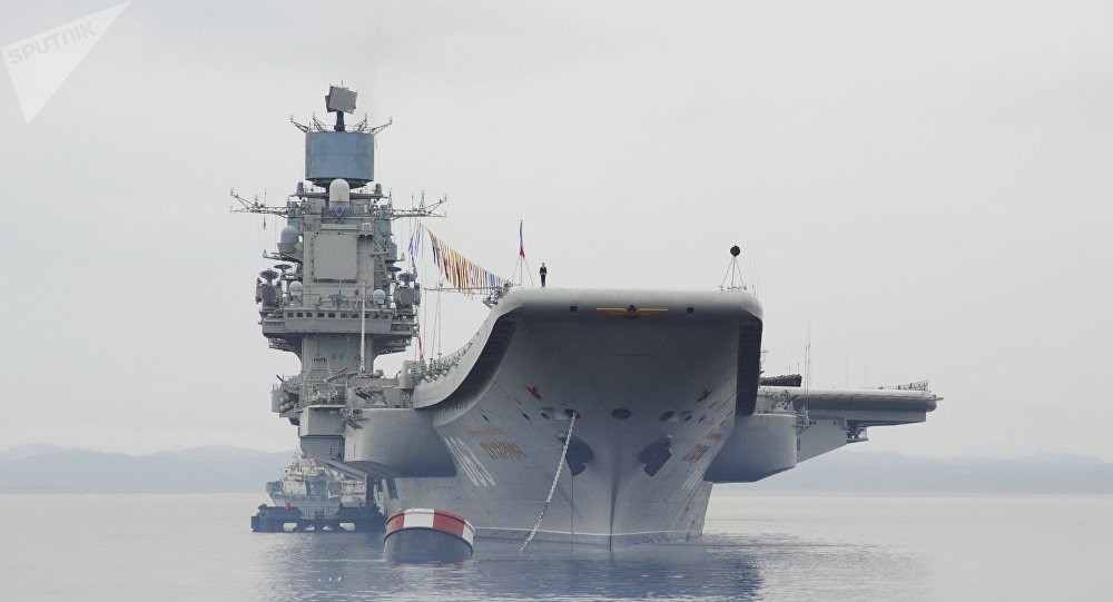 Porta-aviões russo Admiral Kuznetsov durante missão