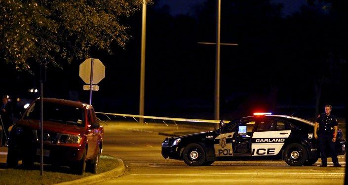 Agente da Polícia do Texas em uma rua da cidade de Garland (arquivo)