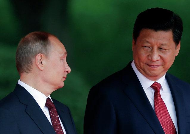 Presidente da Rússia, Vladimir Putin, e presidente da China, Xi Jinping, em maio de 2014