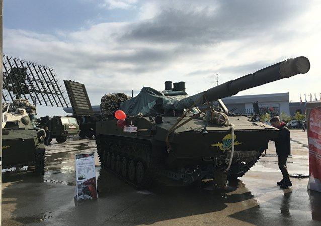 Destruidor de tanques 2S25 Sprut-SD exposto no fórum militar EXÉRCITO 2017