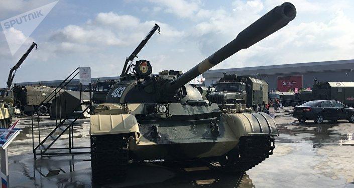 Tanque T-54 exposto no fórum militar EXÉRCITO 2017