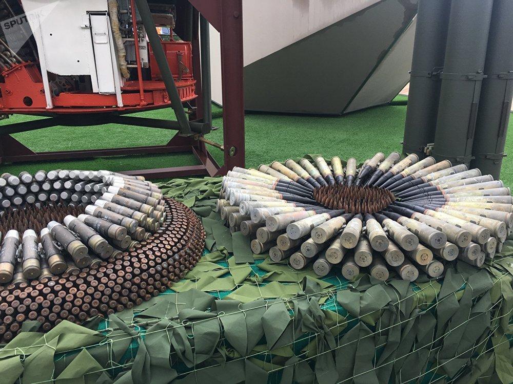 Exposição de diversos tipos de munições no EXÉRCITO 2017