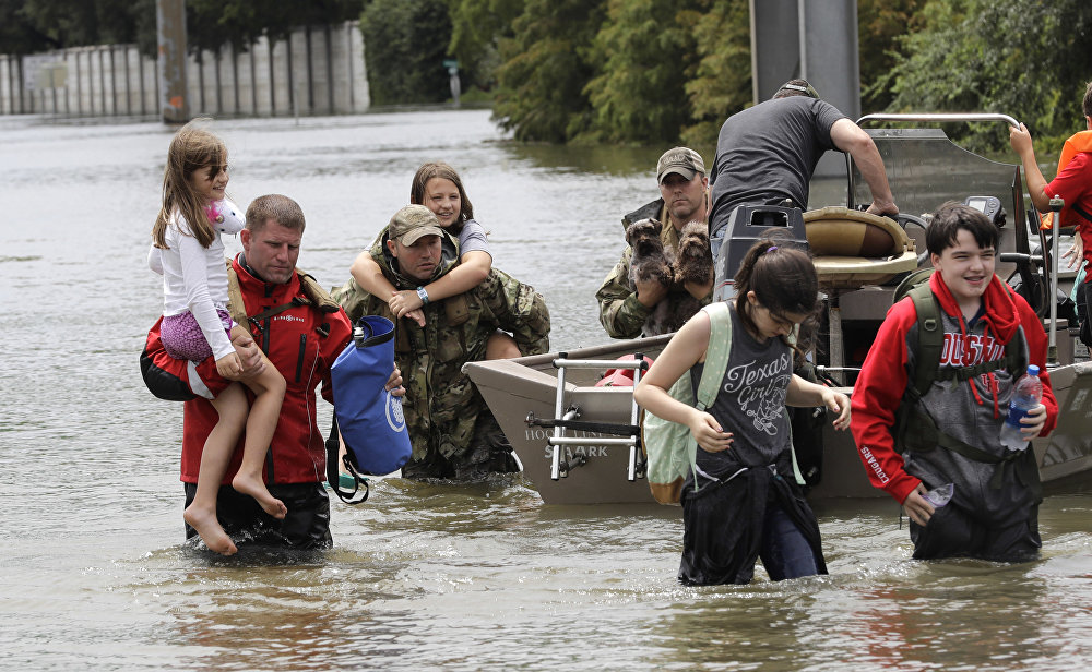 Atingidos são resgatados em Houston, a quarta maior cidade dos EUA, e um dos locais mais atingidos