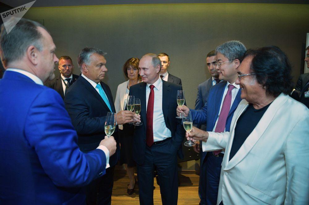 Presidente russo, Vladimir Putin, com o premiê húngaro Viktor Orban durante inauguração da arena esportiva em Budapeste