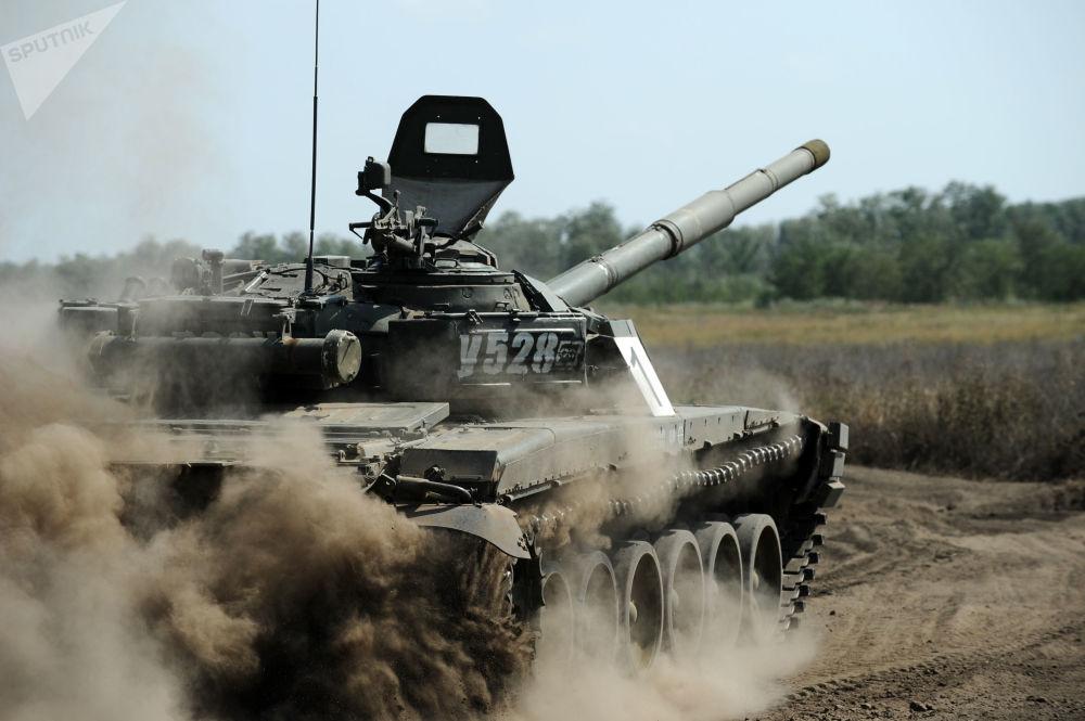 Exercícios militares de tanques na região russa de Rostov