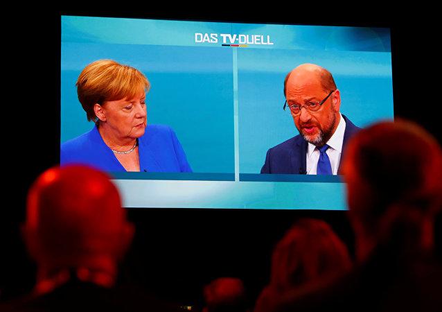 Jornalistas em Berlim acompanham debate entre Merkel e Schulz