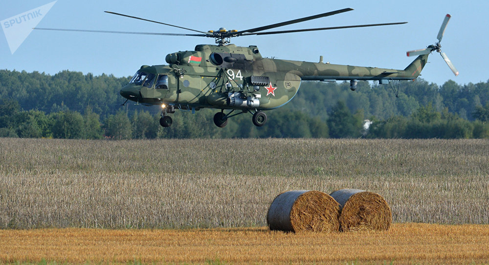 Helicóptero Mi-8 da Força Aérea da Bielorrússia durante os preparativos para as manobras Zapad 2017