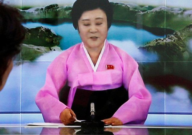Ri Chun-hee na hora de anunciar realização bem-sucedida de uma bomba de hidrogênio, Tóquio, Japão, 3 de setembro de 2017