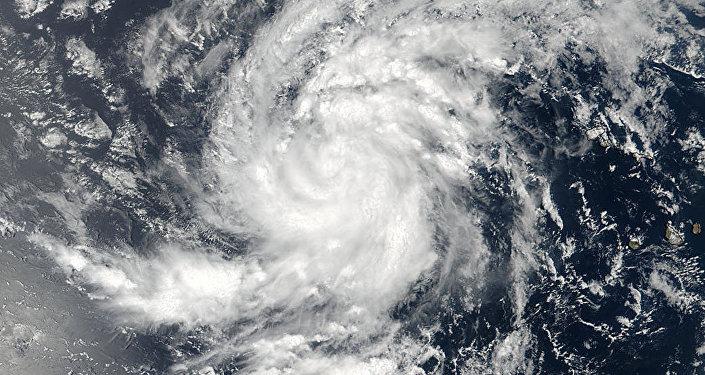 Poderoso furacão Irma, de categoria 5, atravessa Ilha de Barbuda