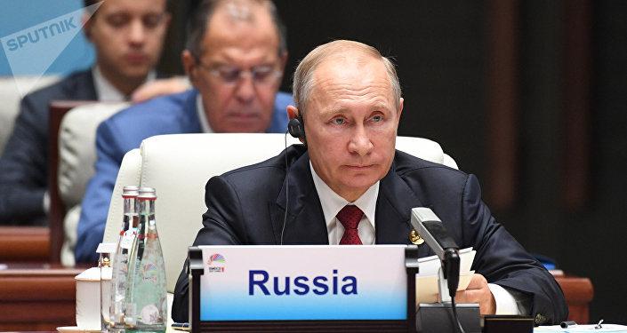 O presidente da Rússia, Vladimir Putin, durante a reunião alargada dos líderes do BRICS