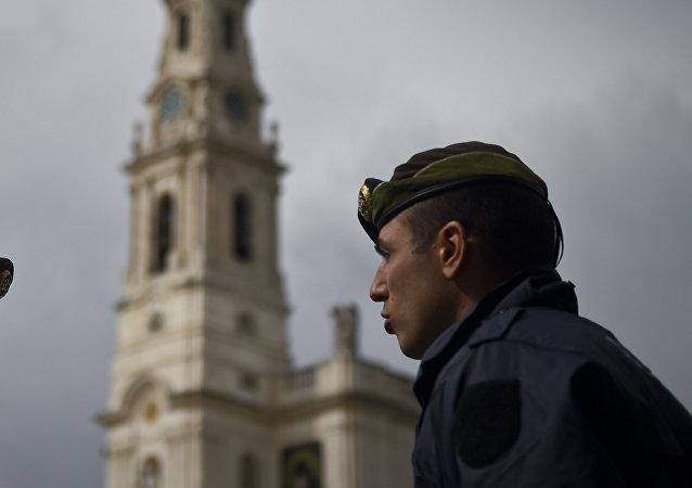 Dois policiais portugueses na cidade de Fátima, em 11 de maio de 2017