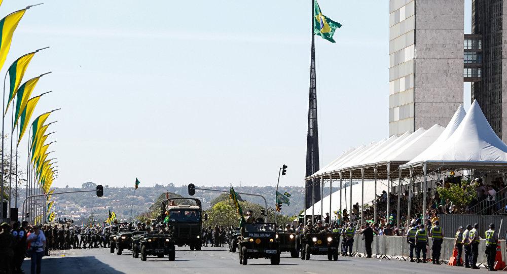 Desfile militar em Brasília por ocasião das comemorações do Dia da Independência do Brasil
