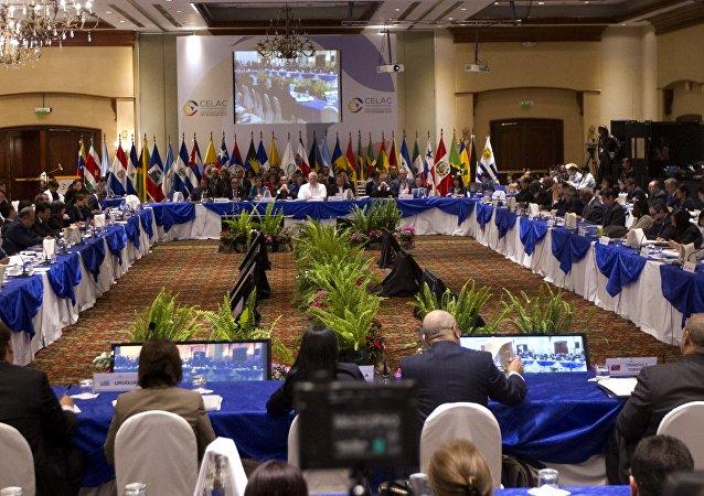 Ministros das Relações Exteriores dos 33 países da Comunidade dos Estados Latino-Americanos e do Caribe (CELAC) reúnem-se em Quito