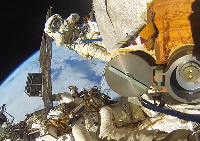 Caminhada espacial de Fyodor Yurchikhin e Sergei Ryazansky