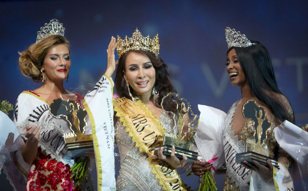 Vencedora do concurso Mrs. Universo, Tram Hoang Luu, do Vietnã