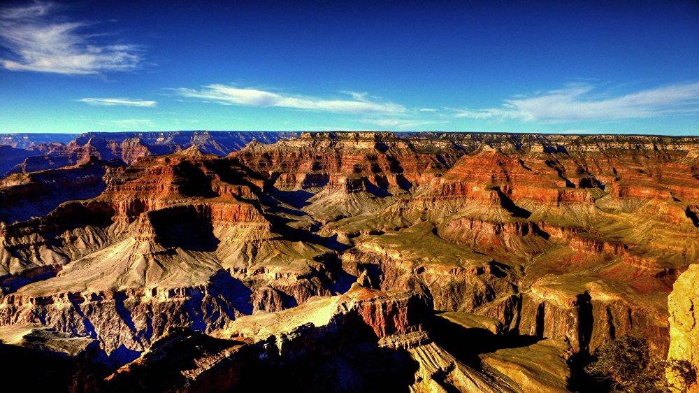 A caldeira de Yellowstone localiza-se nos EUA. Cientistas da Universidade de Utah descobriram nas camadas inferiores do supervulcão uma reserva enorme de magma que, segundo seus cálculos, poderia encher 11 vezes o Grand Canyon, que fica no estado do Arizona, ou a maior parte do mar Cáspio
