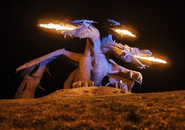Escultura do dragão Zmei Gorynych