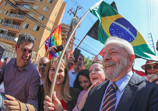 Ex-presidente Lula chega para prestar o seu segundo depoimento ao juiz federal Sérgio Moro, em Curitiba, em 13 de setembro de 2017