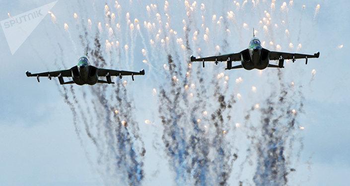 Aviões Yak-130 da Força Aérea da Bielorrússia durante os preparativos para as manobras russo-bielorrussas Zapad 2017