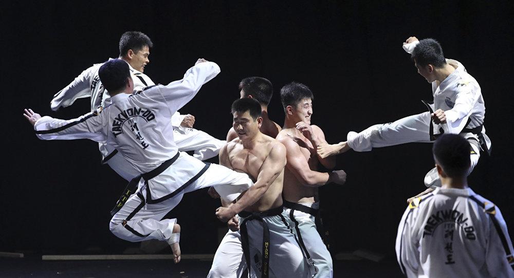 Equipe norte-coreana de taekwondo no Campeonato Mundial de Taekwondo em Seul, Coreia do Sul, em 28 de junho de 2017.