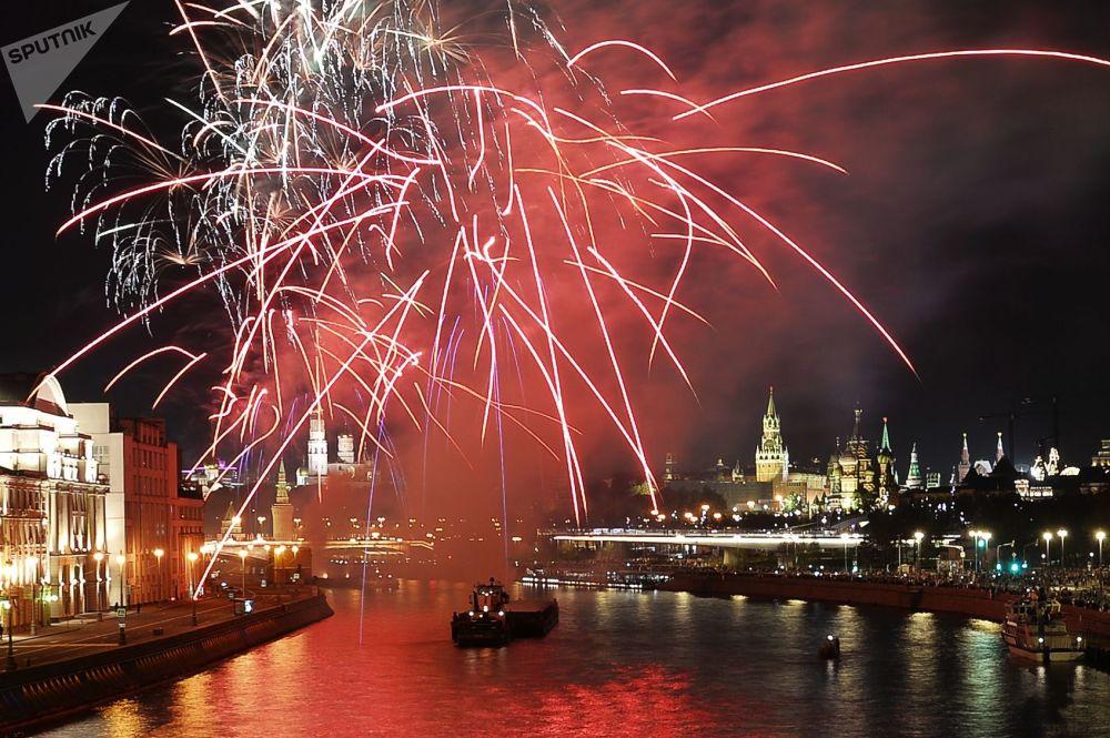 Fogos de artifício no Dia da Cidade em Moscou