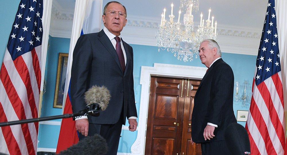 Encontro entre ministro das Relações Exteriores russo Sergei Lavrov e Secretário de Estado Rex Tillerson