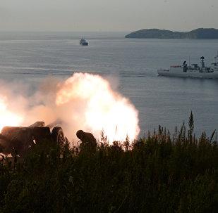 Grupo de navios de guerra chineses chega à cidade russa de Vladivostok para participar da segunda etapa das manobras conjuntas Cooperação Marítima 2017