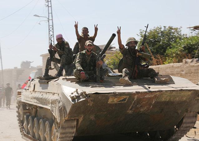 Soldados sírios na província de Hama (foto de arquivo)