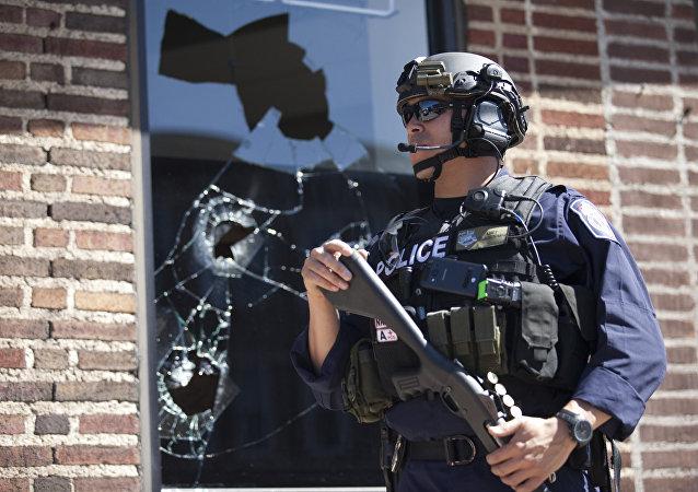 Policial em Baltimore (foto de arquivo)